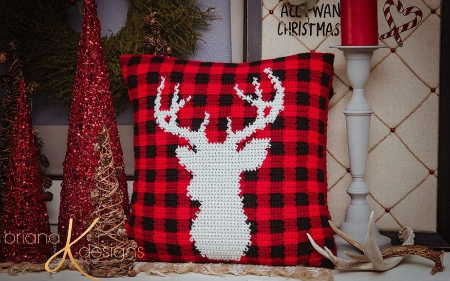 Farmhouse Plaid Deer Crochet Pillow Cover – Free Pattern
