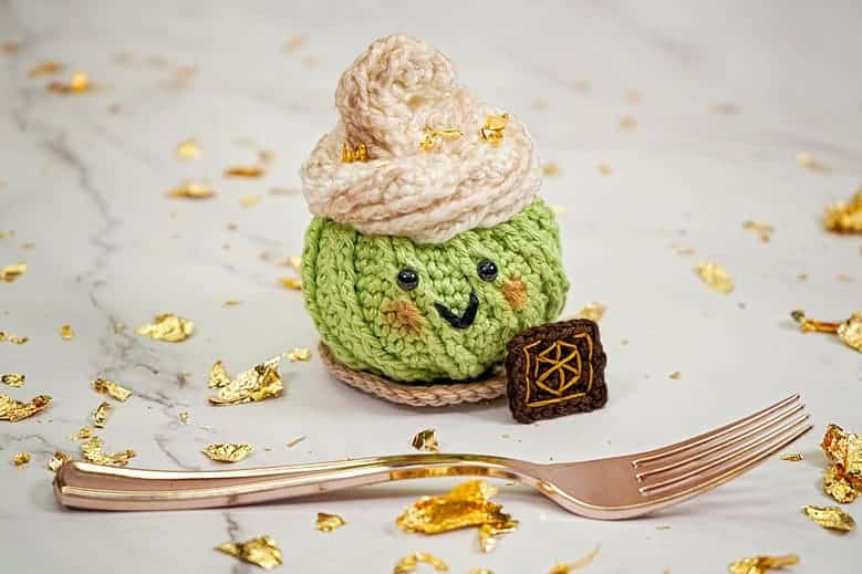 Glass Knife Dessert Pin Cushion Ami
