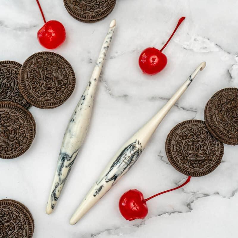 Furls Crochet Streamline Cookies & Cream